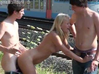 Голые Девки Порно Невероятный общественный секс на улице девка оргия видео