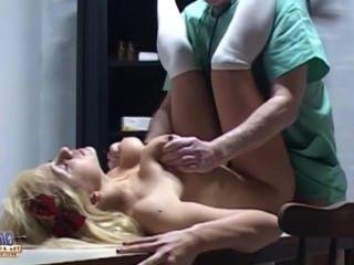 Голые Девки Порно Горячая сутенер сосать дряблый хуй старого старого ветеринара видео