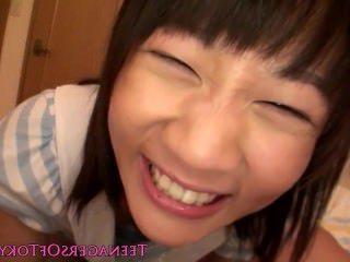 Голые Девки Порно Невинный японский девка сосать член и глотает видео