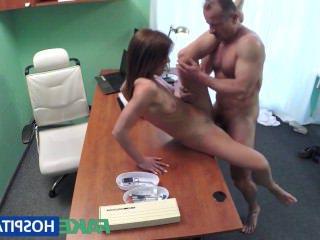 Голые Девки Порно FakeHospital пациент хочет сексуальное одолжение видео