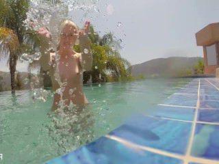 Голые Девки Порно Плавание и мастурбация с Самантой видео