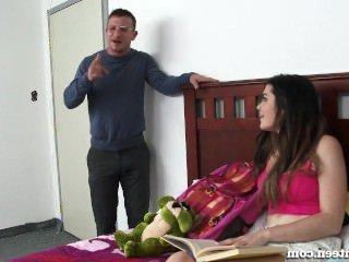 Голые Девки Порно Девка Шлюха Соблазняет Своего Частного Репетитора! видео