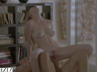 Голые Девки Порно Мегера Кендра Сандерленд, наконец, трахал ее друг отцов видео