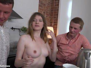 Голые Девки Порно Тайно платят за секс видео