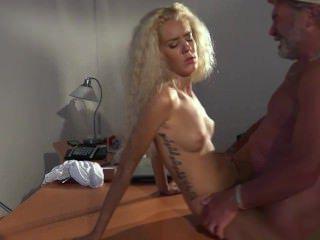 Голые Девки Порно Колледж милашка девка делает старик Минет трахается до лица кончил видео