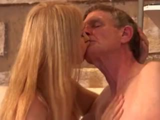 Голые Девки Порно Старый уборщик трахал дочь босс девка после лизать мокрую киску г пятно видео