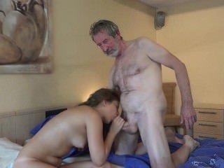 Голые Девки Порно Тини горничная знает, как ебать французский старый петух кончил в рот уборка видео