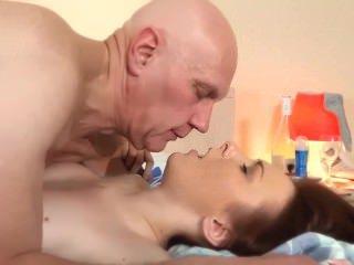 Голые Девки Порно Жена тини Минет тревожный звонок для старого муженька видео