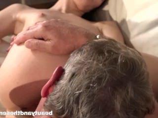 Голые Девки Порно Высокий девка Никки ест старую сперму видео