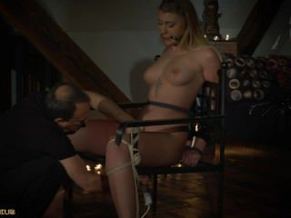 Голые Девки Порно Чрезвычайно пизда наказание для связывание блондинка с большими сиськами видео