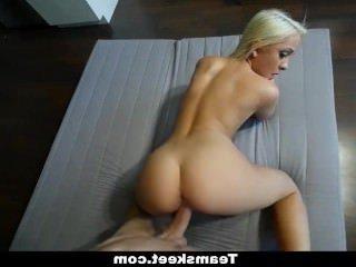 Голые Девки Порно ExxxtraSmall — Составление узкими Кисками становится растянутой видео