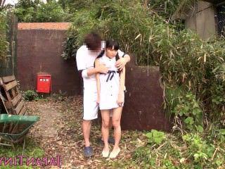 Голые Девки Порно Крошечный японский младенец fingerfucked на открытом воздухе видео