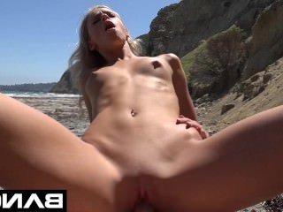 Голые Девки Порно Банг: колледж девка Эмма получает сливочный на пляже видео