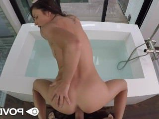 Голые Девки Порно POVD Смазливая девка Адриа Раэ мокрой киска трахал в POV видео