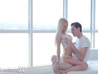 Голые Девки Порно Страсть-HD блондинка Алекс Грей трахал в а высокая подъем с лица видео