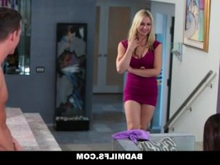Голые Девки Порно BADMILFS-милый девка учится трахаться благодаря маме видео