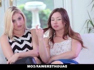 Голые Девки Порно DaughterSwap-обманывая и трахать своих Пап во время Марди-Гра видео