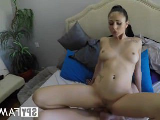 Голые Девки Порно SpyFam шаг сестра Ариана Мари становится любопытно сводный брат петух видео