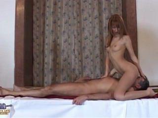 Голые Девки Порно Собеседование девка превращается в интимный осмотр босс трахает ее видео