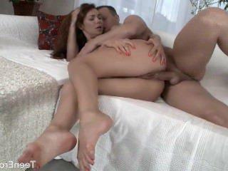 Голые Девки Порно Девка с большими игрушками и большой член в ее мудак видео