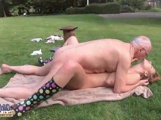 Голые Девки Порно Дедок вылизывает пизду и трахает раком молоденькую чиксу видео