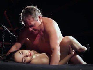 Голые Девки Порно Молодая оторва с крупными сиськами любит секс со стариком ремонтником который к ней зачастил видео