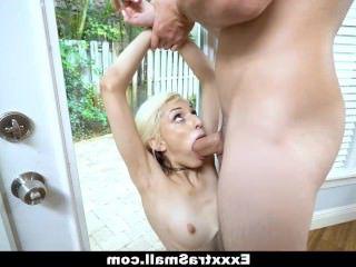 Голые Девки Порно Дядька зпалил девчушку нюхающую его трусы и жестко наказал большим членом видео