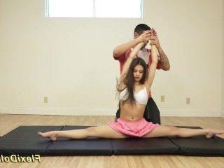 Голые Девки Порно Инструктор по йоге достал самотык и оттрахал пластичную деваху видео