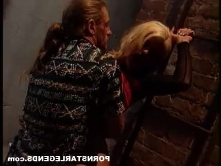Ретро Порно Большие сиськи проститутка задницу в переулке видео