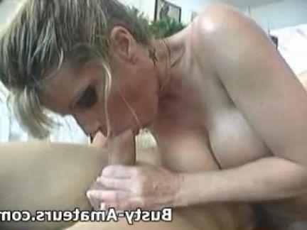 Ретро Порно Грудастая тера сосет белый петух видео