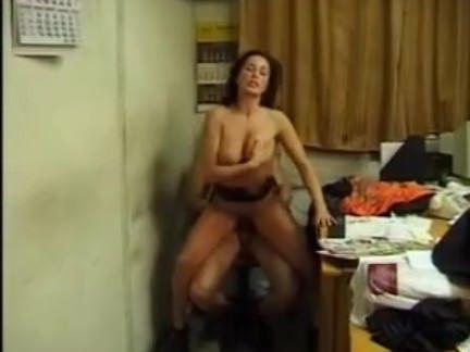 Ретро Порно Perche alle donne piace prenderlo в кульо (98 видео
