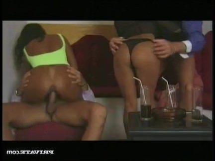 Ретро Порно Две экзотические красотки для оргии ДП видео