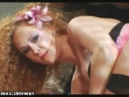 Ретро Порно Грудастая Рыжая Получает Ее Задницу Зияла С 2 Петухов Внутри видео