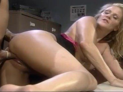 Ретро Порно Блондинка сношается правоохранительные хер видео