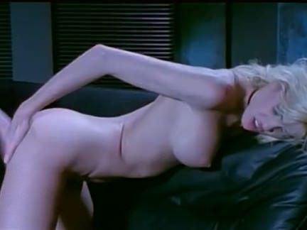 Ретро Порно Блондинка лесбиянки играющая с дилдо и страпцанс видео