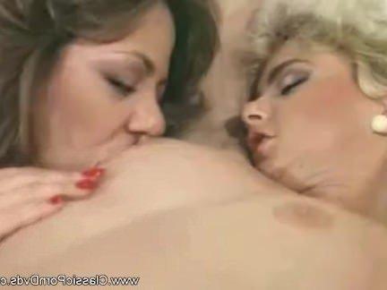 Ретро Порно Подружки Лесбиянки Наслаждаются Компанией С Секс-Машиной видео
