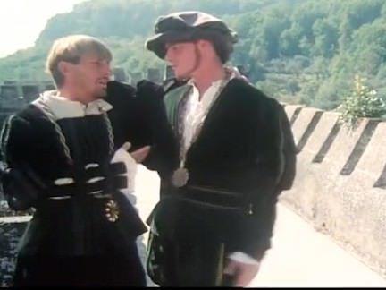 Ретро Порно Сосет и трахается на крепостные стены видео