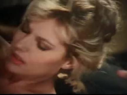 Ретро Порно Блондинка получает кончил на ее волосатому Буша видео
