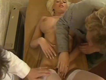 Ретро Порно Немецкий блондинка мамаша трахал по два Masseurs видео