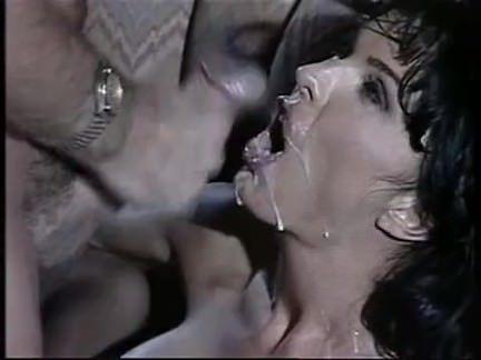 Ретро Порно Анна Малле-брюнетка трахается в баре видео