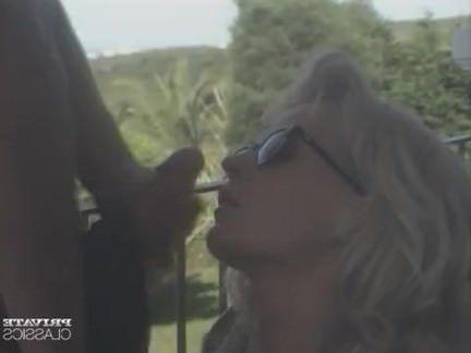 Ретро Порно Ким БСГ получает прогулку на террасе видео