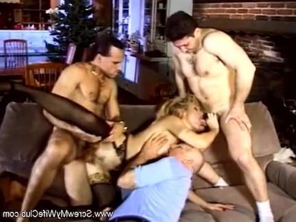 Ретро Порно Блондинка мамаша получает используемый подобно A шлюха видео