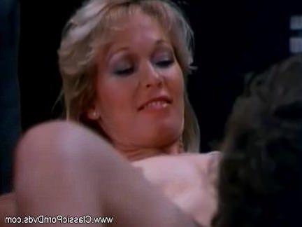 Ретро Порно Давайте заниматься сексом за минуту до работы видео