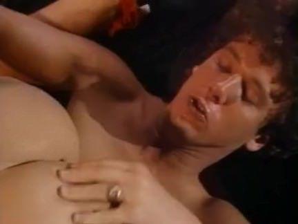 Ретро Порно Симпатичная блондинка получает пригвожден видео
