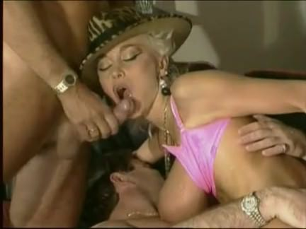 Ретро Порно Долли Бастер и два парня видео