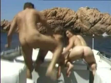 Ретро Порно Роберт рибот в seaside Анальный 3some видео