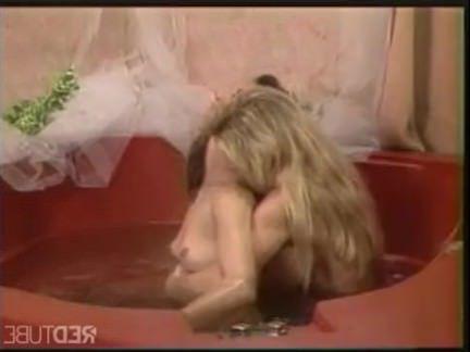 Ретро Порно Блондинка лесбиянка детка ванна лечение ее партнер видео