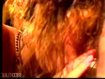 Ретро Порно Брюнетка красотка трахается в ее киску видео